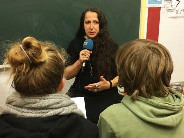 Die Tierschutzlehrerin Maribel Rico stand der Kinderradiogruppe Osdorf im Interview Rede und Antwort